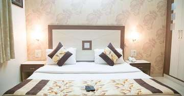 Elegant Rooms at Rockwell Plaza Hotel in Karol Bagh