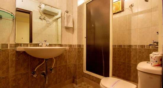 gpi deluxe room bathroom.jpg