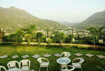Relax with nature's view at Mapple Hotel in Bhimtal,Uttarakhand