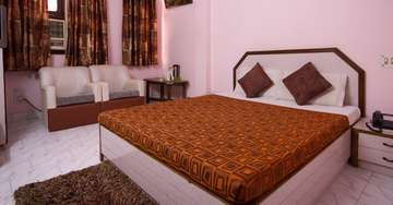 Deluxe A/C Rooms at Woodland Deluxe Hotel in Paharganj