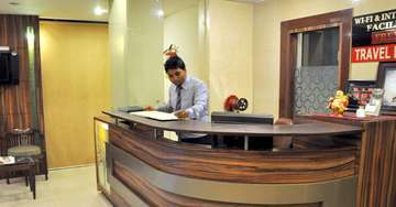 Front Desk at Crystal retreat Hotel in Agra