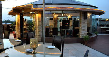 Roof-Top Dining at Hotel Crystal Inn Agra