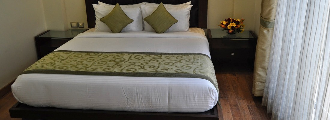 Deluxe Rooms at Mapple Express Hotel in New Delhi