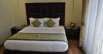 Well Appointed Rooms at Hotel Mapple Express New Delhi